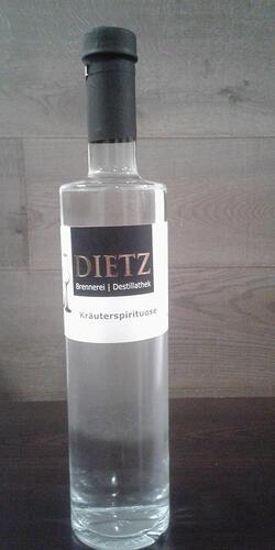 Kräuterspirituose